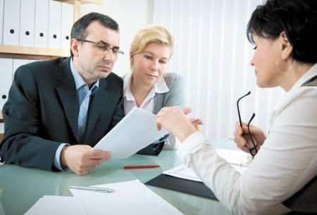 Страховой агент в работе