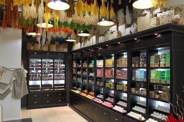 Как открыть магазин косметики с нуля и где брать товар